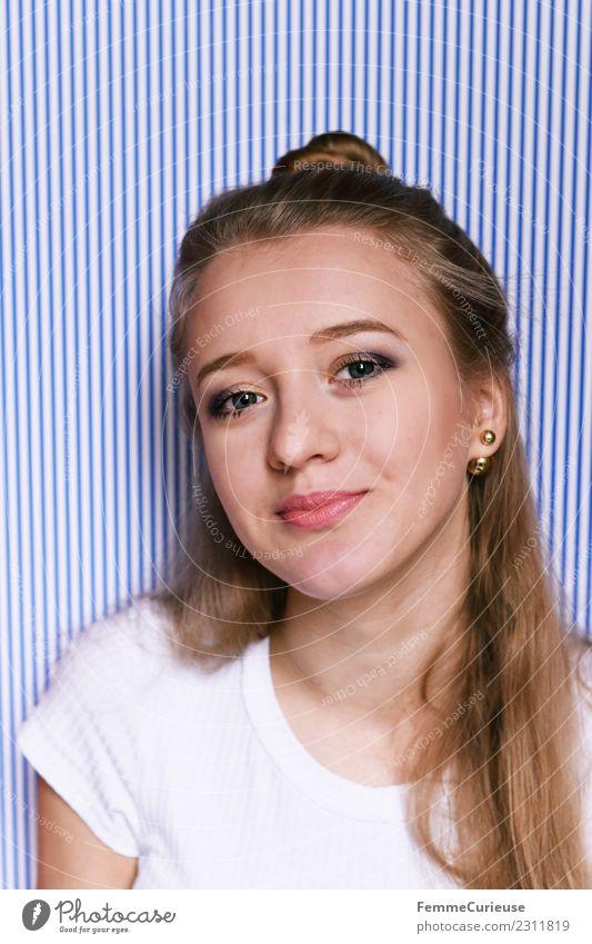 Portrait of a young and modern woman feminin Junge Frau Jugendliche Erwachsene 1 Mensch 18-30 Jahre schön sommerlich Lächeln blau-weiß gestreift blond