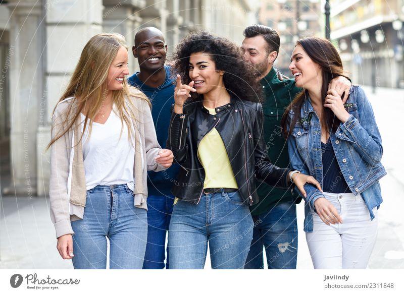 Multiethnische Gruppe junger Menschen, die Spaß miteinander haben. Lifestyle Freude Glück schön Sommer Junge Frau Jugendliche Junger Mann Erwachsene