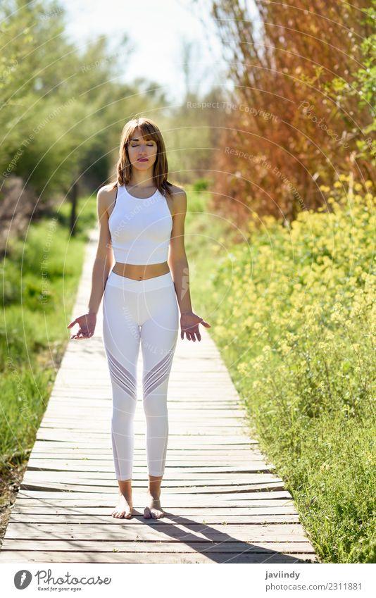Frau Mensch Natur Jugendliche Junge Frau Sommer schön weiß Erholung ruhig Freude 18-30 Jahre Erwachsene Lifestyle natürlich Gefühle