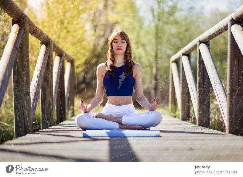Frau Mensch Natur Jugendliche Junge Frau Erholung ruhig Freude 18-30 Jahre Erwachsene Lifestyle natürlich Sport Gesundheitswesen Glück Zufriedenheit