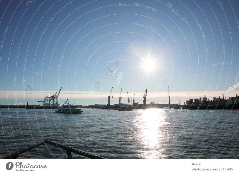 Der Hamburger Hafen mit Seifenblasen bei Gegenlicht. Himmel Sommer blau Wasser Landschaft Sonne Winter Herbst Frühling Schönes Wetter Güterverkehr & Logistik