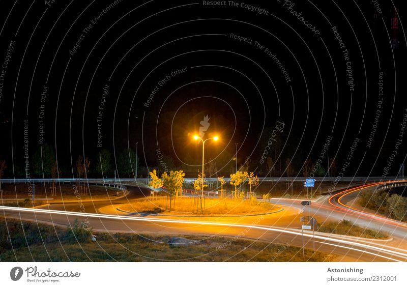 Kreisverkehr Stadt Landschaft Baum rot dunkel schwarz Straße gelb Wege & Pfade Bewegung Gras orange hell Verkehr PKW Energiewirtschaft