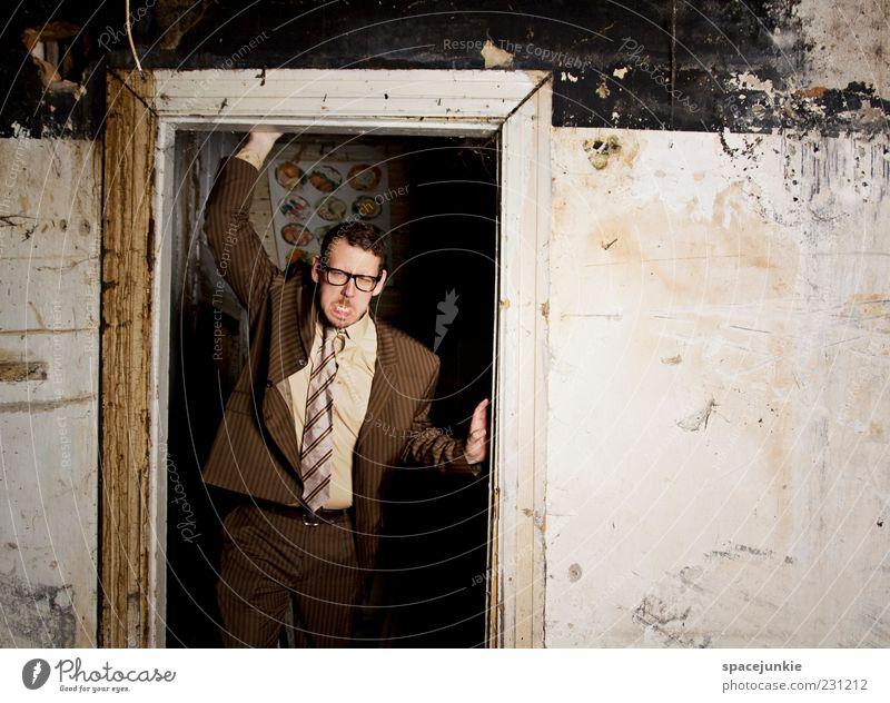 Der nette Nachbar von nebenan Mensch maskulin Mann Erwachsene 1 30-45 Jahre Mauer Wand bedrohlich dreckig dunkel einzigartig nerdig rebellisch braun