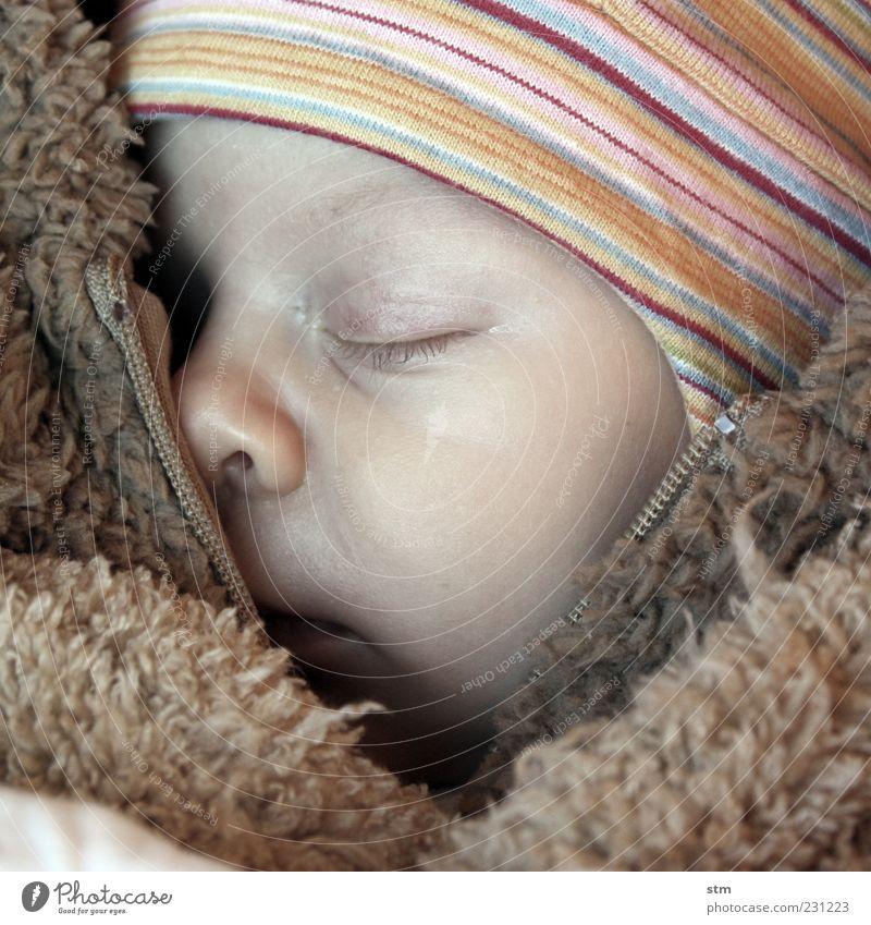 den ganzen tag kuscheln Mensch Kind Gesicht Auge Kopf Glück klein Wärme träumen braun Kindheit Zufriedenheit Baby Haut natürlich Nase