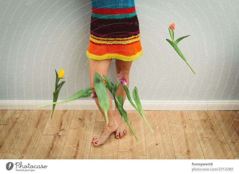 Die Tulpen fallen schon Mensch feminin Beine Fuß 1 Blume Freude Überraschung Liebeskummer Wut Ärger Verbitterung Ende Ostern Frühling Kleid Wolle Hippie werfen