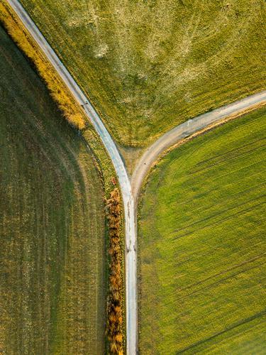 #S# Finde deinen Weg ! Natur grün Religion & Glaube Umwelt Frühling Wege & Pfade grau oben wandern Feld nachdenklich ästhetisch Kreativität laufen Spaziergang