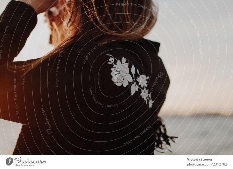 Frau Natur Jugendliche Sommer schön Sonne Erwachsene Wärme gelb Herbst Frühling Glück Freiheit Haare & Frisuren Mode frei