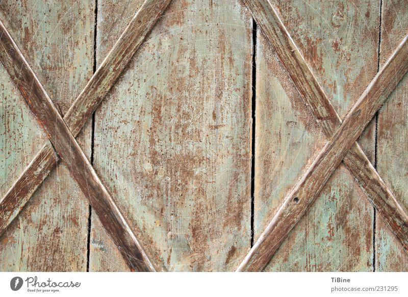 XX Architektur Tür Holz Zeichen alt braun Holzwand Symmetrie Farbfoto Außenaufnahme Textfreiraum Mitte Tag Zentralperspektive Holztür Menschenleer Kreuz