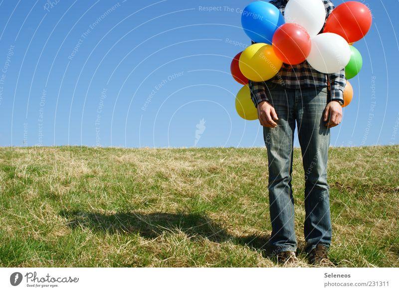 Ballonmann Mensch Sommer Wiese Gras Frühling Beine Freizeit & Hobby warten Geburtstag außergewöhnlich stehen Luftballon Kreativität Schönes Wetter Surrealismus Wolkenloser Himmel