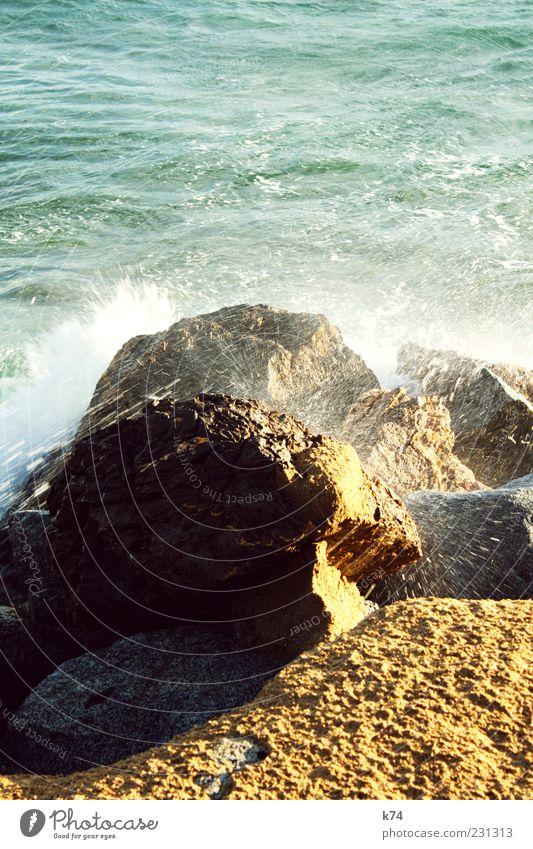 Fels Natur blau Wasser grün Meer Sommer Strand gelb Umwelt Sand Küste Kraft Felsen nass wild Urelemente