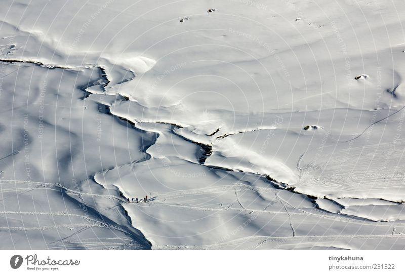 Flusslandschaft Mensch Natur weiß schön Winter kalt Schnee Landschaft Berge u. Gebirge Bewegung Wege & Pfade Menschengruppe Eis Ausflug Abenteuer Frost