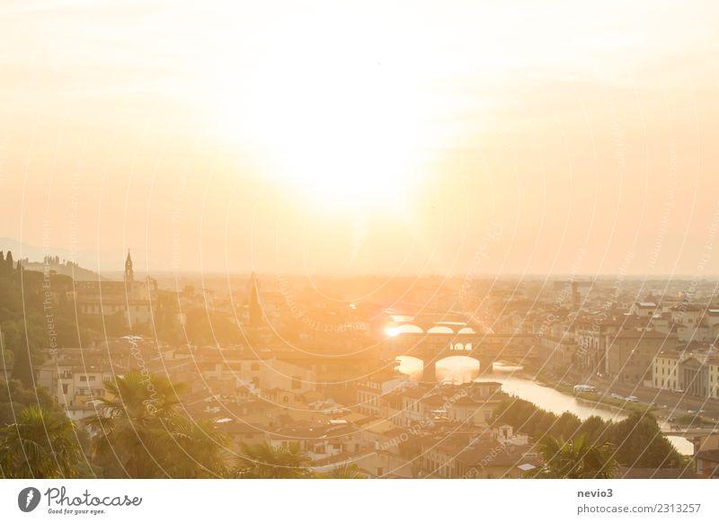 Ponte Vecchio in Florenz Umwelt Himmel Sonne Sonnenaufgang Sonnenuntergang Sonnenlicht Sommer Ferien & Urlaub & Reisen leuchten gelb gold Gefühle Stimmung