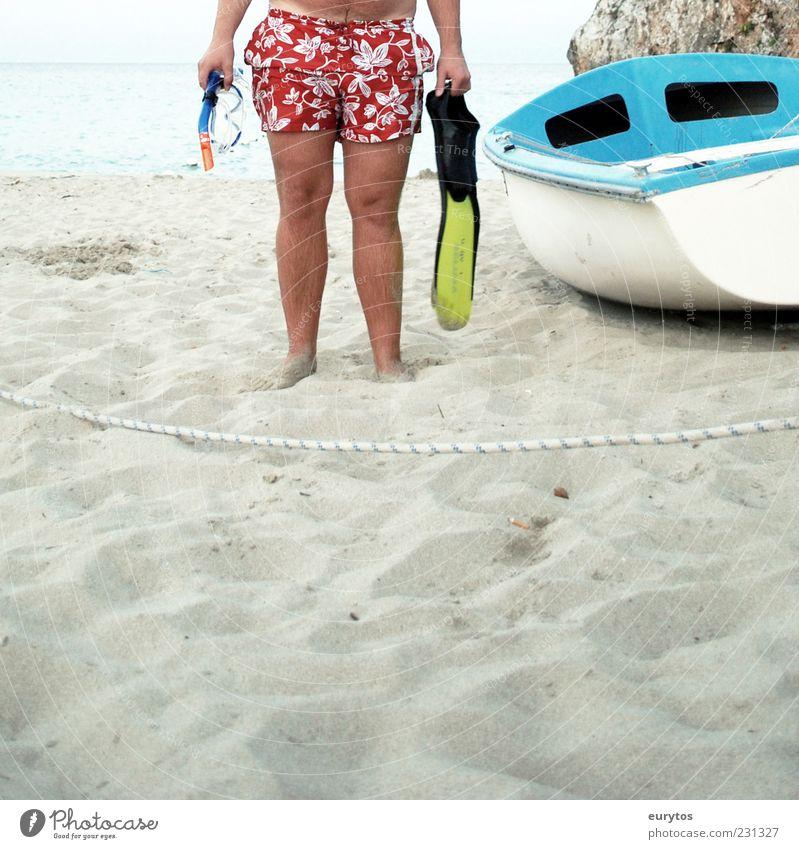 Der Muscheltaucher. Mensch Sonne Ferien & Urlaub & Reisen Meer Sommer Ferne Freiheit Sand Beine Fuß Wasserfahrzeug Haut maskulin Seil tauchen Hose