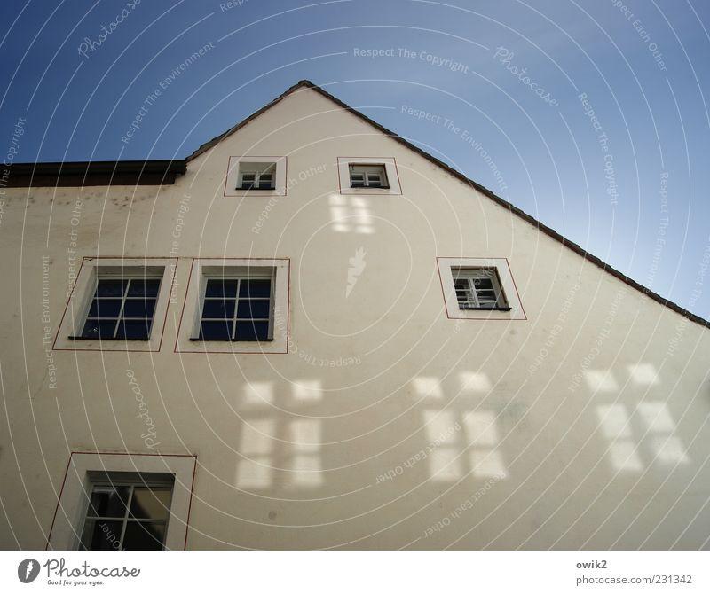 Falsche Fenster blau weiß schön schwarz Haus Wand oben Architektur grau Gebäude Mauer hell Wohnung Fassade glänzend
