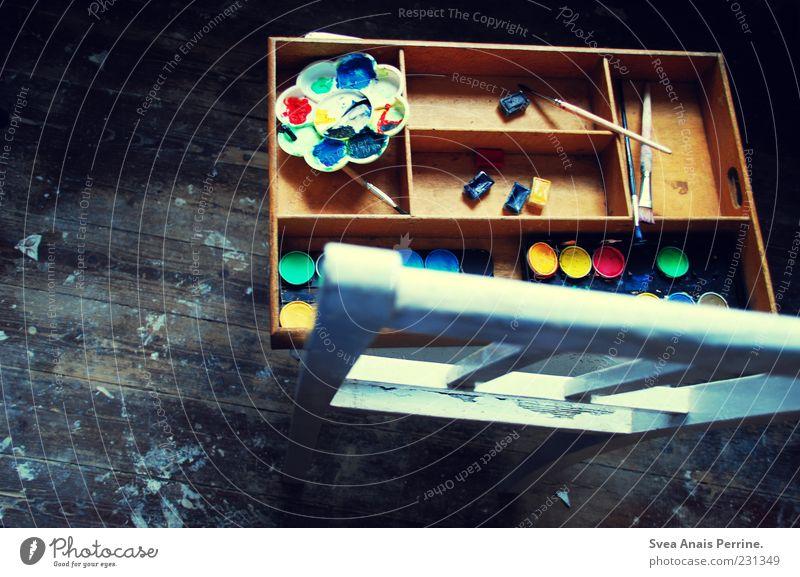 für die lügen aus neonlichtern und papier. Holz dunkel kalt Traurigkeit Sehnsucht Holzbrett Holzfußboden Stuhl Tusche malen Pinsel Farbstoff Farben und Lacke