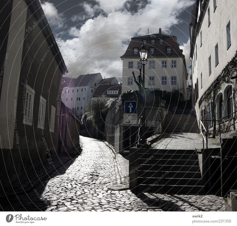 Google Altstadt alt Stadt Wolken Haus Straße Fenster Wand Architektur Wege & Pfade Stein Gebäude Mauer Fassade hoch Treppe leuchten