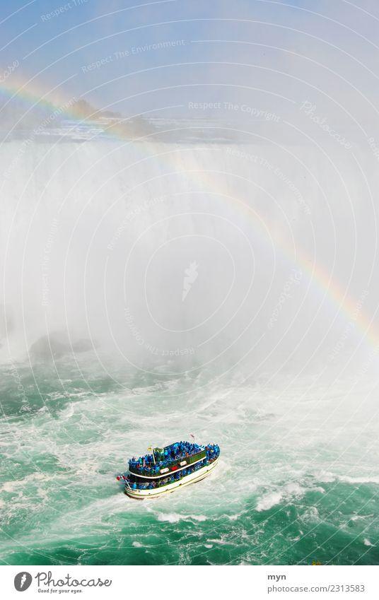 Hinein ins Nass Ferien & Urlaub & Reisen Tourismus Kreuzfahrt Wasser Meer See Fluss Wasserfall Niagara Fälle USA Kanada Verkehr Personenverkehr Schifffahrt