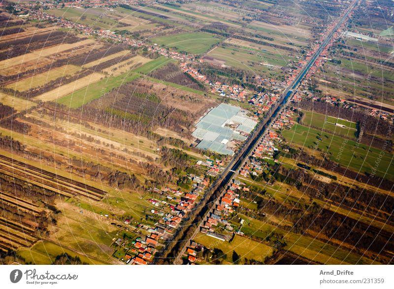 Irgendwie schräg Landschaft Feld Moor Sumpf Fluss Dorf Kleinstadt Gebäude Kanal Wasserstraße Deutschland Börgermoor grün braun Strukturen & Formen