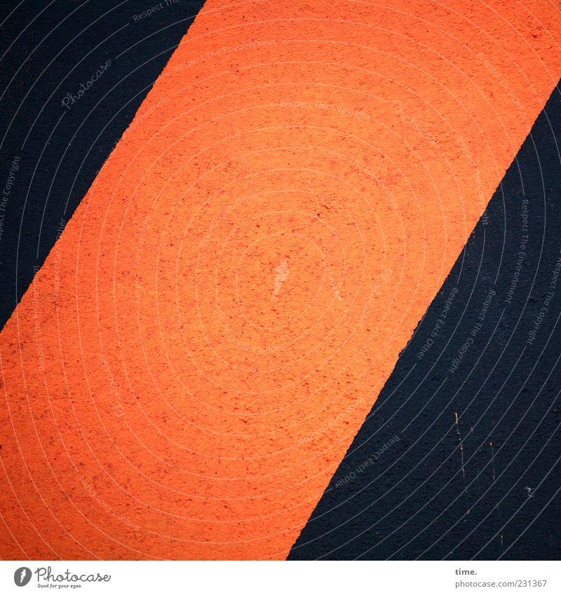 dunkel | pfirsich | dunkel Menschenleer Stein Beton eckig rot schwarz orange pfirsichfarben diagonal zweifarbig Warnhinweis Hinweis Kratzer Schramme Farbfoto