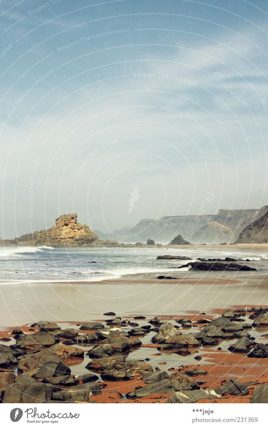 a ROCK 'N' ROLLing waves. Algarve Ferien & Urlaub & Reisen Strand Sand Sandstein Sandstrand Riff Wellen Meer Wellengang Felsen Felsküste Portugal Atlantik