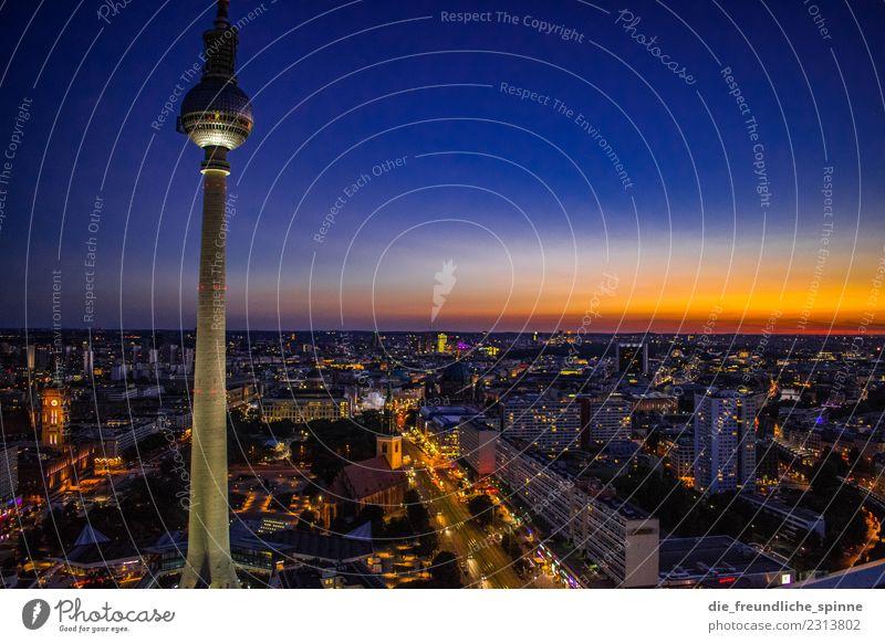 Fernsehturm in der Dämmerung Sommer Stadt Berlin Tourismus Deutschland Horizont Hochhaus Europa Schönes Wetter Romantik Turm Sehenswürdigkeit Skyline