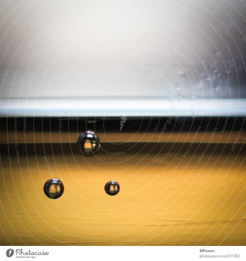 meine Bubble´s Lebensmittel Ernährung Getränk Erfrischungsgetränk Glas Wasser gelb gold grau Blase Flüssigkeit 3 Kugel Oberflächenspannung prickeln Blubbern
