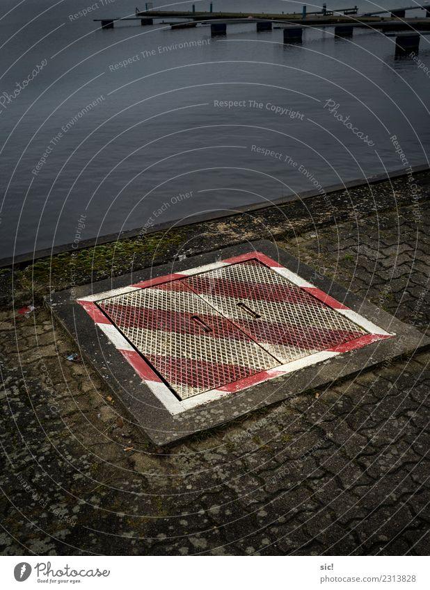 Untergrund Wasser weiß Meer rot Küste See Wasserfahrzeug Metall Treppe Wellen Energiewirtschaft Abenteuer gefährlich Hinweisschild Zeichen Beton
