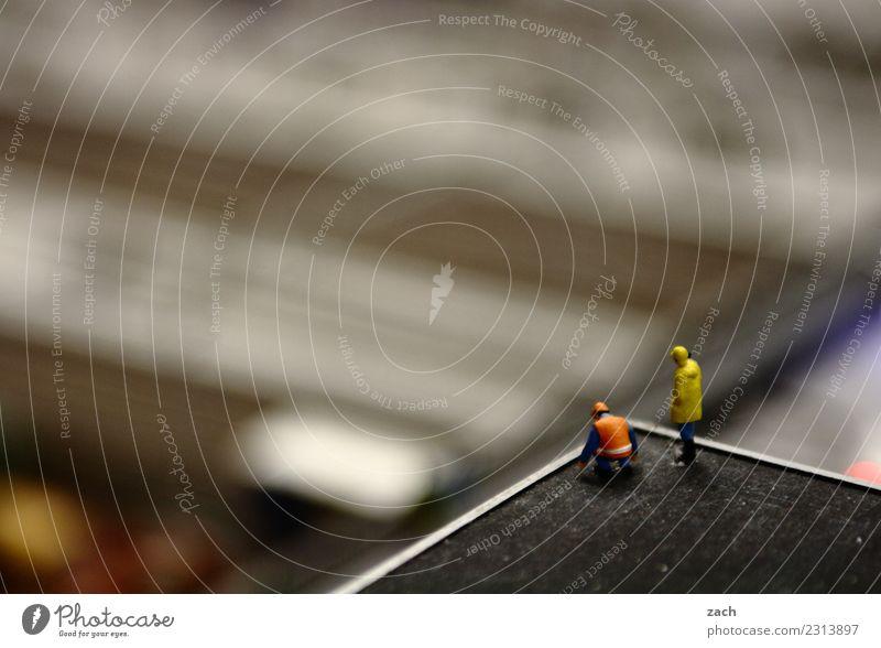 drunter und drüber | (dr)Überblick Arbeit & Erwerbstätigkeit Beruf Handwerker Arbeitsplatz Baustelle Industrie Mensch Hochhaus Bauwerk Arbeitsbekleidung grau
