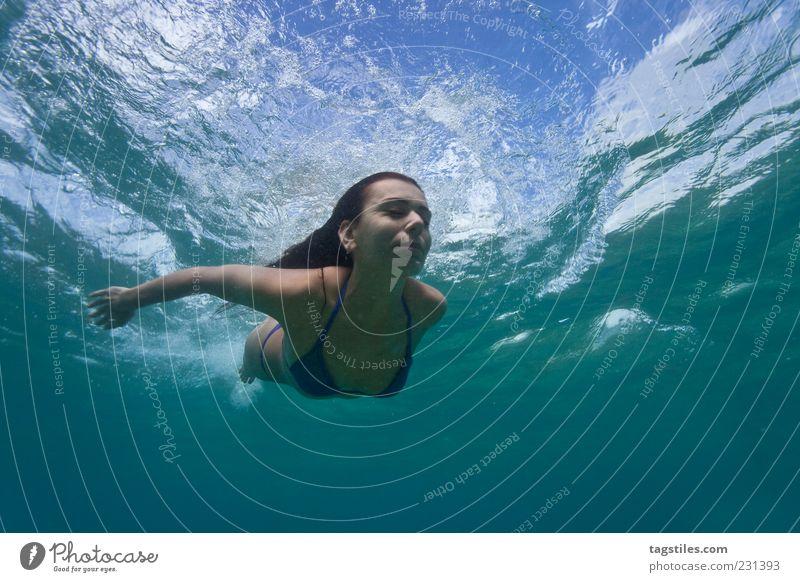 INTO THE BLUE Frau Wasser Ferien & Urlaub & Reisen Meer Sommer Gesicht Erholung feminin Freizeit & Hobby Schwimmen & Baden Reisefotografie Schwimmsport dünn