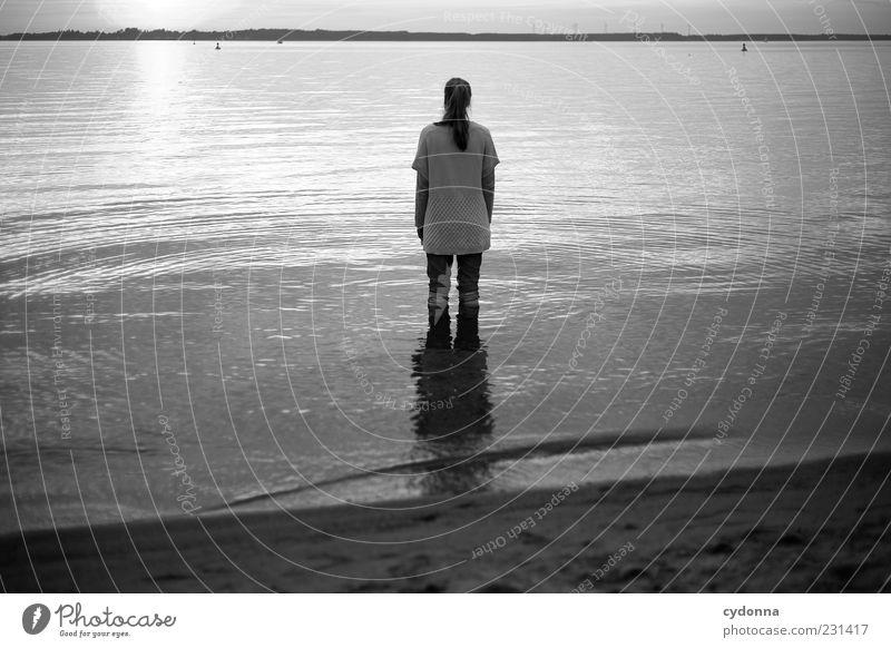 Stillstand und Bewegung Mensch Natur Jugendliche Wasser Ferien & Urlaub & Reisen Einsamkeit ruhig Erwachsene Ferne Erholung Leben Umwelt Freiheit See Zeit Zufriedenheit