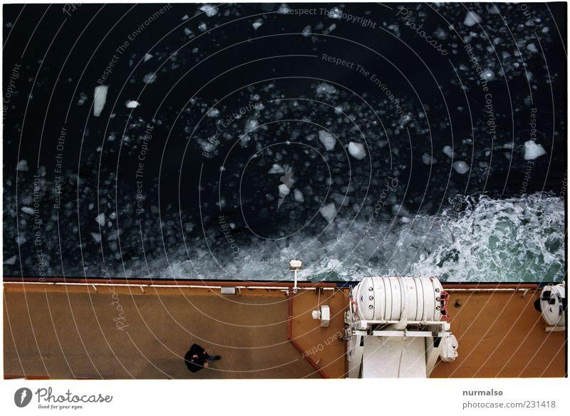 Abschied vom Eis Lifestyle Natur Wasser Winter Klima Schönes Wetter Frost Schifffahrt Passagierschiff Kreuzfahrtschiff Fähre fahren frieren eckig kalt