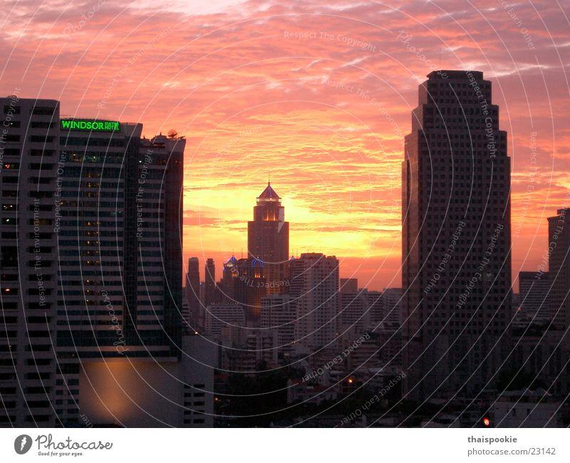 Bangkok bei Sonnenuntergang Thailand Stadt Erfolg