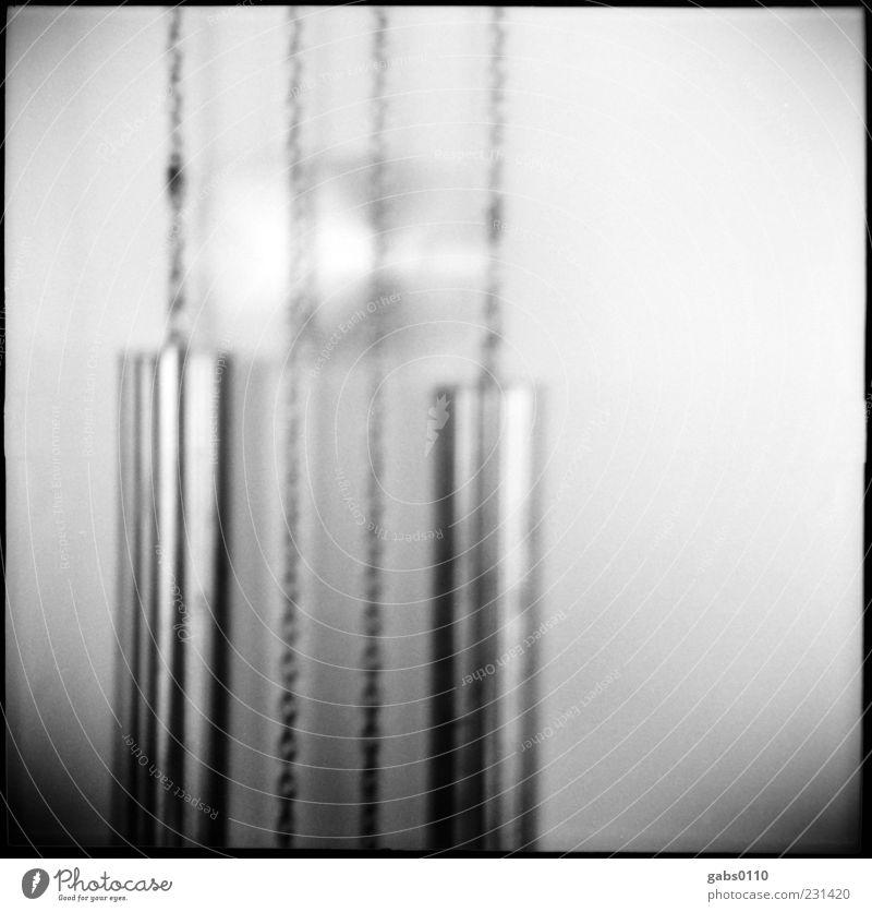 der zahn der zeit Dekoration & Verzierung Uhr alt glänzend geduldig Uhrpendel Zeit Bewegungsunschärfe analog Kette Schwarzweißfoto Innenaufnahme Lomografie