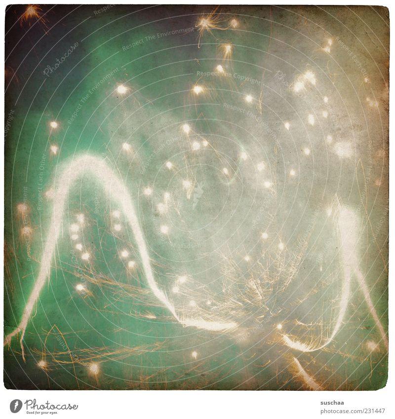 es kracht II Silvester u. Neujahr leuchten grün Feuerwerk Funken laut hell Streifen Punkt Außenaufnahme Strukturen & Formen Menschenleer Nacht Licht