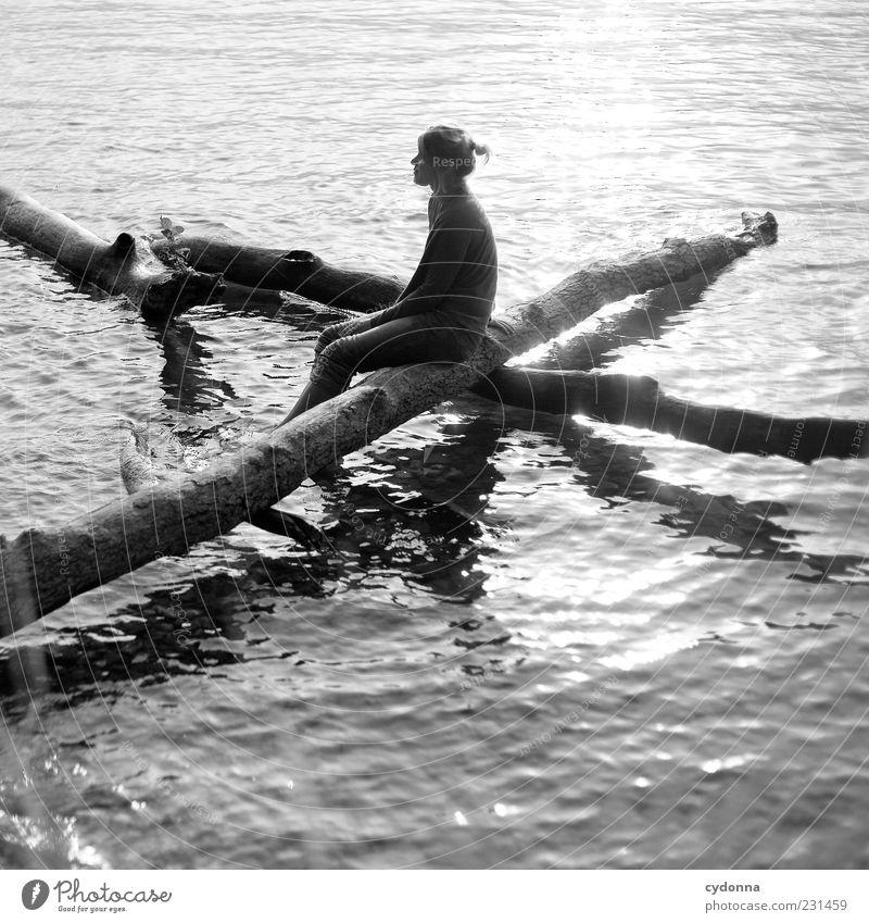Warten auf Nichts Mensch Natur Jugendliche Wasser Ferien & Urlaub & Reisen Sommer ruhig Erwachsene Ferne Erholung Leben Umwelt Freiheit träumen See Gesundheit
