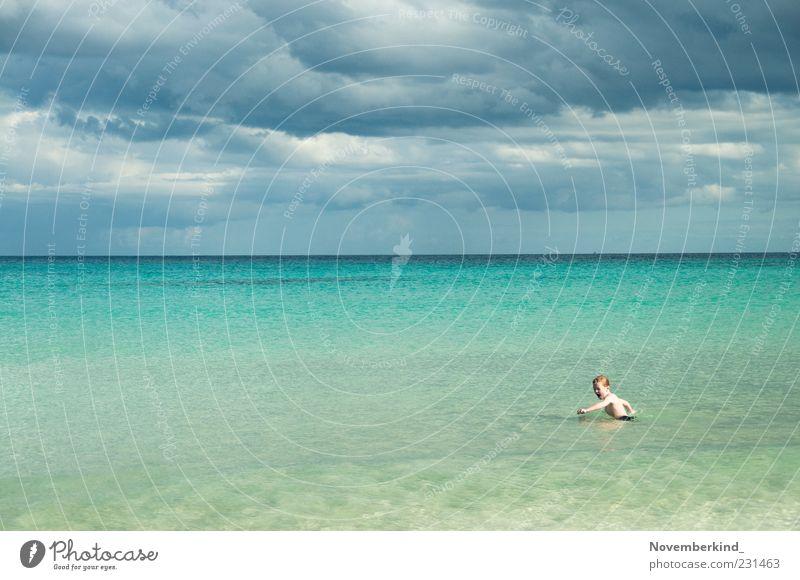child at sea Mensch Kind Himmel Natur Wasser Ferien & Urlaub & Reisen Meer Sommer Strand Wolken Ferne Spielen Freiheit Junge Kindheit Wellen