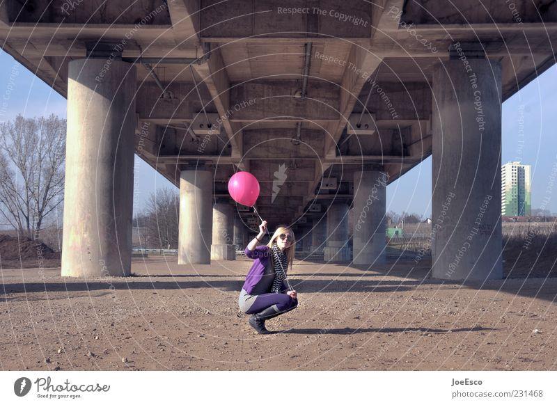 erwartungshaltung 02 Frau Mensch Jugendliche schön Erwachsene Erholung Leben Freiheit Architektur träumen blond Freizeit & Hobby rosa sitzen warten Ausflug
