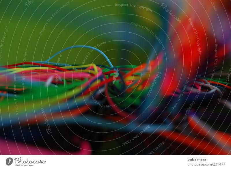 Incommunicado Wirtschaft Telekommunikation Callcenter wild blau mehrfarbig gelb grün rosa rot weiß Stahlkabel Kabelsalat Information Medien Marketing Netzwerk