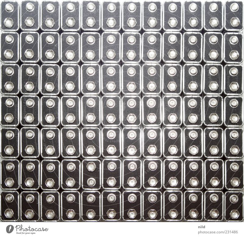 From out of space on low Battery schwarz Metall Hintergrundbild Elektrizität Reihe silber Textfreiraum Energie Perspektive Umweltverschmutzung Umwelt Muster Batterie aufgereiht verschwenden