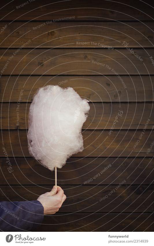 Hand hält rosa Zuckerwatte groß lecker lustig süß Freude stoppen zeigen schenken Jahrmarkt Holz Holzwand Holzbrett braun minimalistisch Süßwaren Watte Wolken