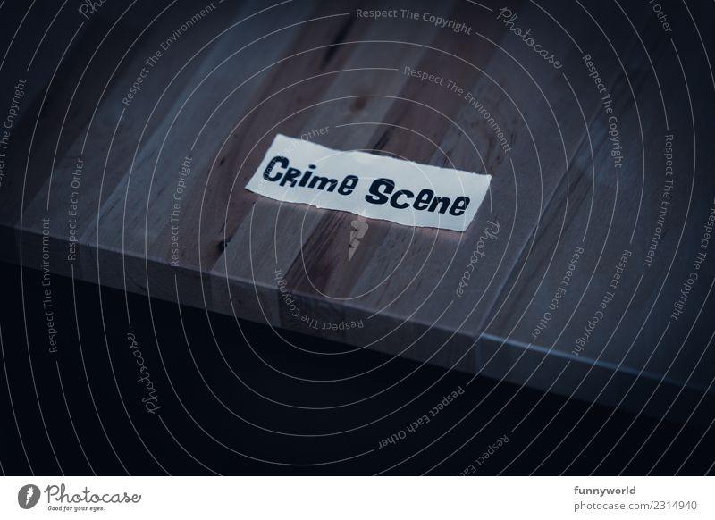 Zettel mit Aufschrift Crime Scene Schriftzeichen bedrohlich gruselig lustig Angst Entsetzen Todesangst gefährlich verstört Stress Tatort Krimi Tisch Holztisch