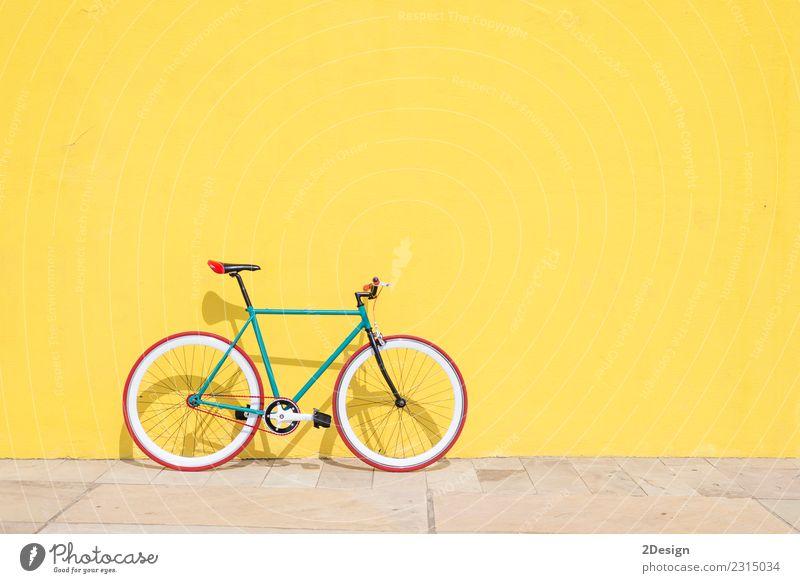 """Vintage Biike (""""fixie"""") Lifestyle elegant Stil Sport Fahrradfahren Verkehr Straße Fahrzeug Mode alt hell retro grün schwarz weiß Farbe Zyklus vereinzelt Land"""