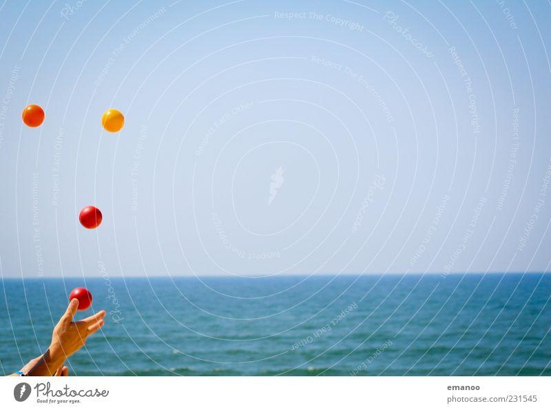 Kaskade Mensch Himmel blau Wasser Hand Ferien & Urlaub & Reisen Meer Sommer Strand Freude Ferne Spielen Küste Horizont Wellen Freizeit & Hobby