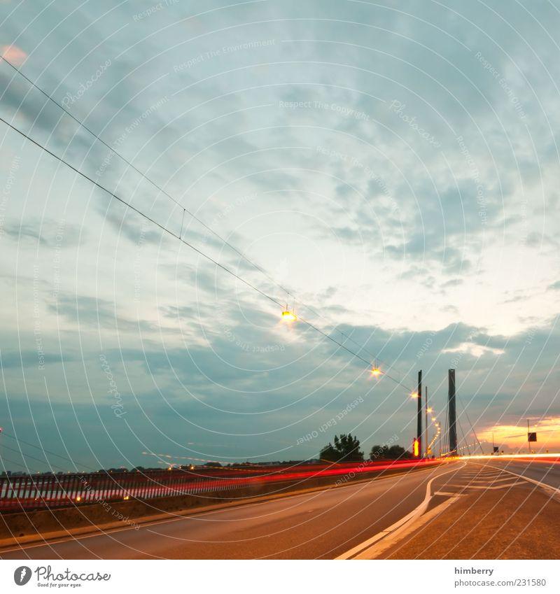 adobe bridge Straße Gefühle Bewegung Wege & Pfade Stimmung Verkehr Geschwindigkeit Verkehrswege Straßenverkehr Fahrbahn Leuchtspur Fahrbahnmarkierung