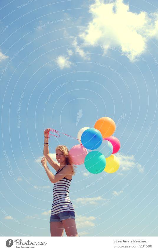happy :) Mensch Himmel Jugendliche schön Sonne Sommer Freude Wolken Erwachsene feminin lachen Glück Zufriedenheit natürlich Fröhlichkeit stehen