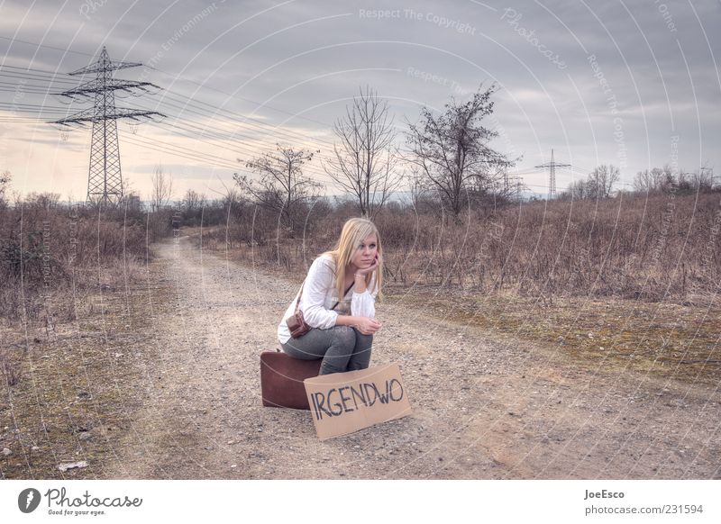 irgendwo 02 Frau Mensch Natur Jugendliche schön Ferien & Urlaub & Reisen Erwachsene Leben Freiheit Wege & Pfade blond Feld sitzen warten natürlich Abenteuer