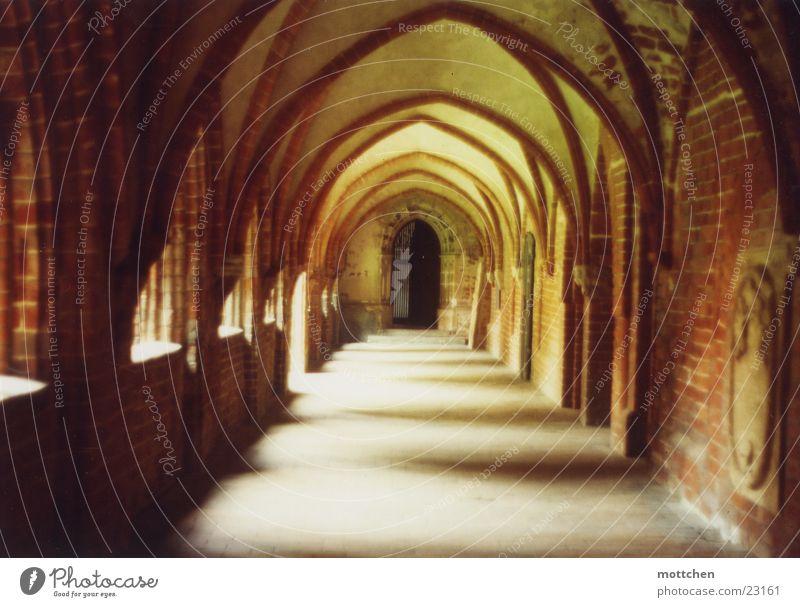 kreuzgang Licht Backstein Gotteshäuser Kloster Religion & Glaube Arkaden Mittelalter