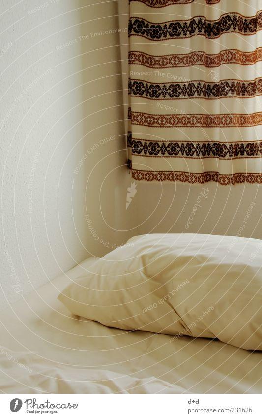 <> Häusliches Leben Bett Bettdecke Bettlaken Bettwäsche Vorhang DDR Siebziger Jahre Sechziger Jahre retro Retro-Farben Kissen Kopfkissen Hotel Pension Stoff alt