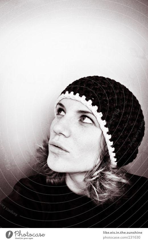 hast du mir nutella mitgebracht!? Mensch Frau Jugendliche schön Winter Gesicht Erwachsene Erholung feminin Kopf Haare & Frisuren Denken Zufriedenheit blond