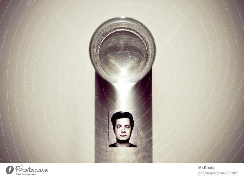 Biometrie und Symmetrie maskulin Mann Erwachsene 1 Mensch Flüssigkeit weiß Wasser Passbild Licht Glätte Gedeckte Farben Innenaufnahme abstrakt